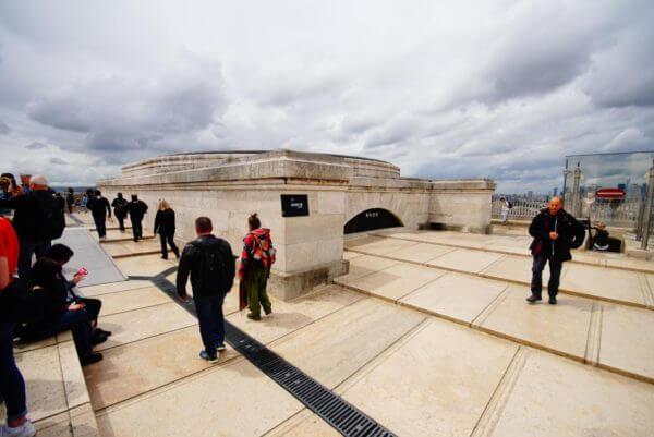 パリ凱旋門を日本から予約する方法と現地当日券の買い方!屋上からの写真有り