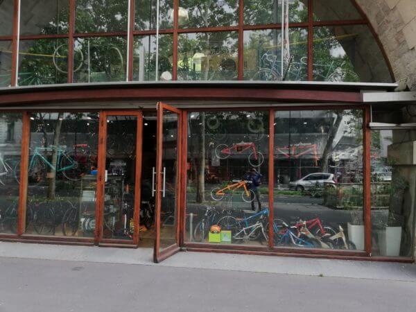 パリの自転車店