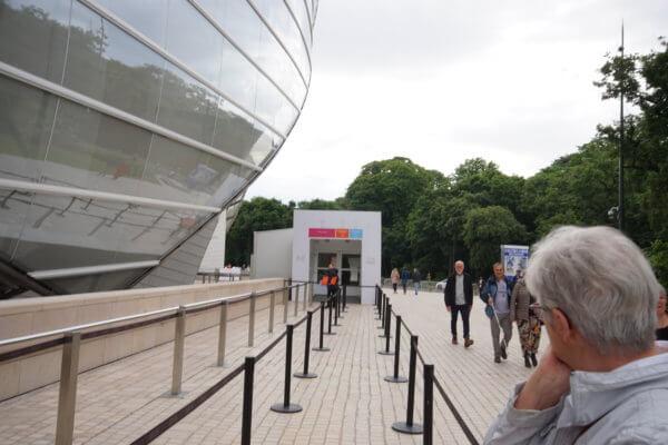 ルイヴィトン美術館入場列