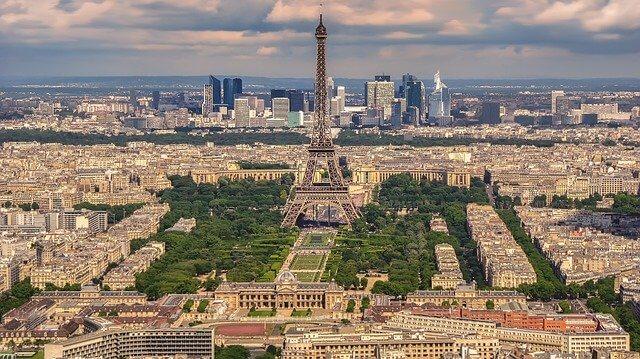 パリに行きました!お土産はシャルルドゴール空港のターミナル2がおすすめ!しかしそこにはターミナル2の罠が!